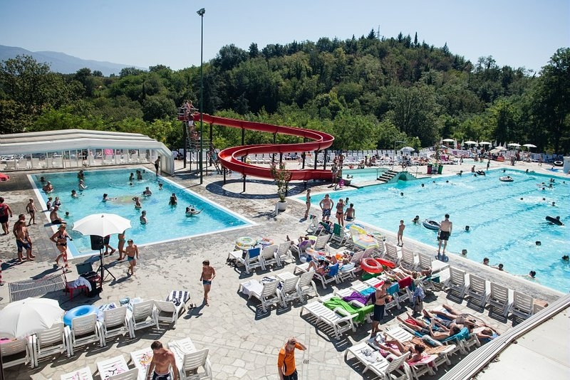 Destination ce camping norcenni girasole club figline for Appart hotel etranger